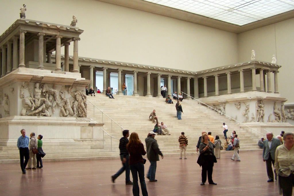 Berlin_-_Pergamonmuseum_-_Altar_02